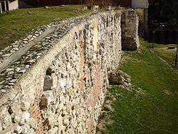 250px Madrid muralla musulmana - De Mayrit a Madrid, moros y cristianos