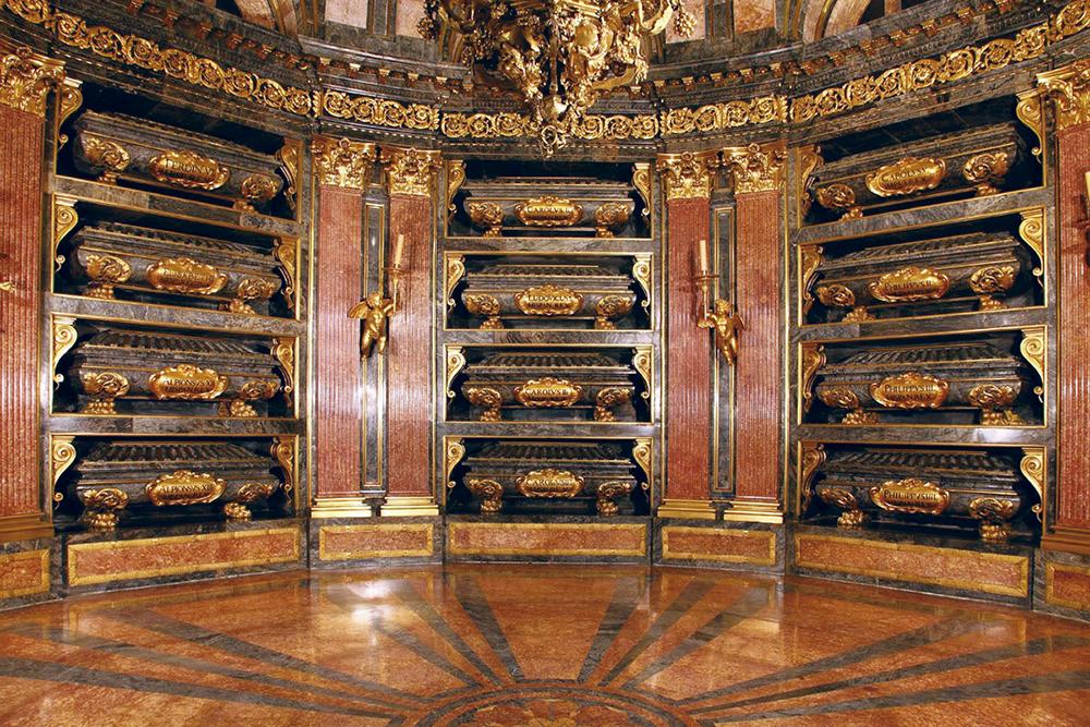 panteón - Curiosidades que quizás no conocías sobre el monasterio de El Escorial