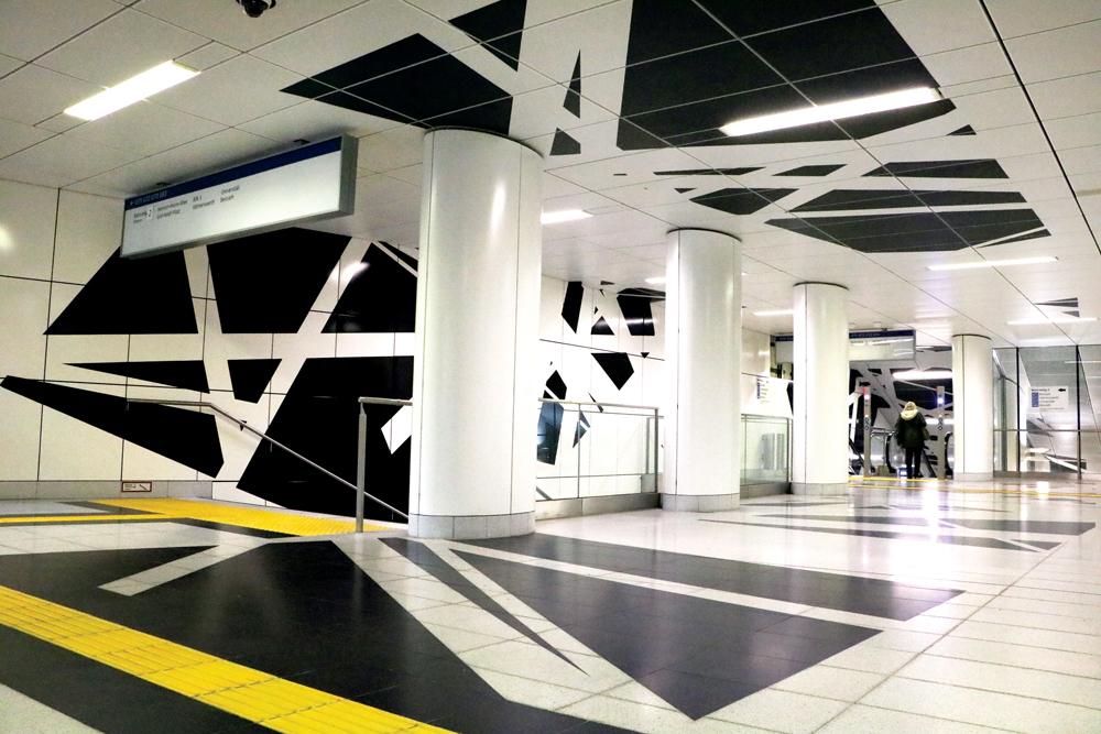Arquitectos y artistas se unieron para diseñar las nuevas estaciones de metro, donde no hay publicidad.