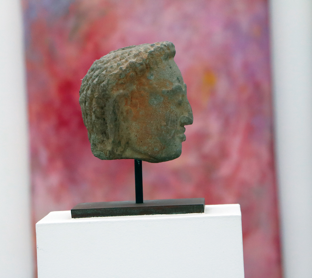 Antigua escultura de Camboya de la colección de arte expuesta en el Museo Insel Hombroich