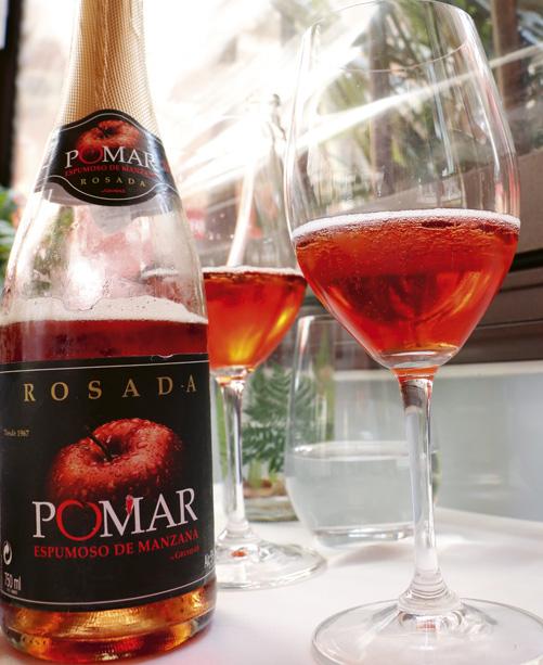 Sidra rosada pomar. 5º. Sidra champanada, elaborada a partir de manzanas rojas con su piel. Dulce y delicada. Marida con raya al horno con salsa de tomate y patatas confitadas.