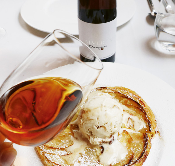 Sidra de hielo valverán 20 manzanas. 10º. Inspirada en las ice-ciders canadienses, con un interesante sabor ácido y dulce. Muy elegante. Es perfecta para acompañar una tarta de manzana o foie.