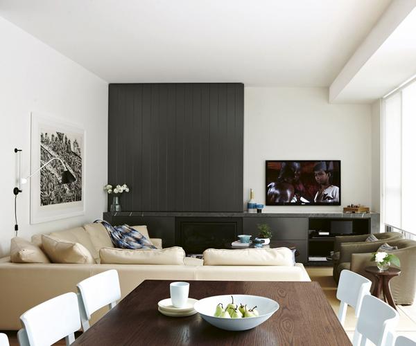 Escondida Perfecta para los que todavía no son adictos a la televisión. Una parte del mueble es una puerta corredera, que también se puede decorar con un cuadro.