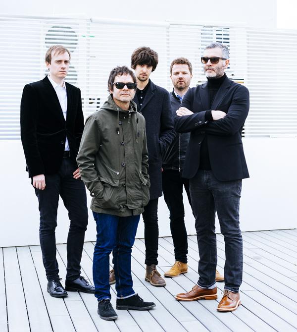 De izquierda a derecha: Marc Greenwood (bajo), Jorge Martí (voz y guitarra), Jordi Sapena (guitarra y teclados), Pau Roca (guitarra) y José Marco (batería)