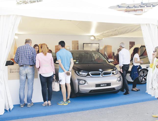 Feria de vehículos eléctricos en la Plaza de Colón