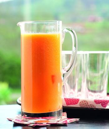 zumo de papaya y naranja - 5 recetas para prolongar el bronceado