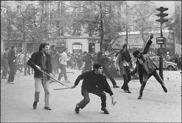 Protestas_en_Paris. 1968 ©Bruno Barbey. Magnum.