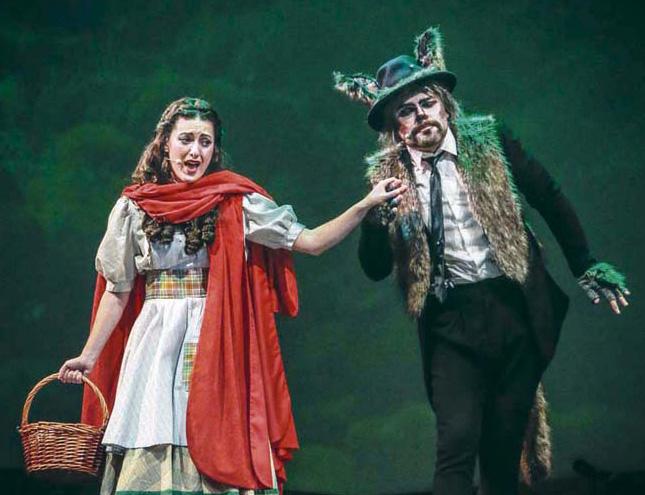 Caperucita canta y baila en el Teatro Sanpol