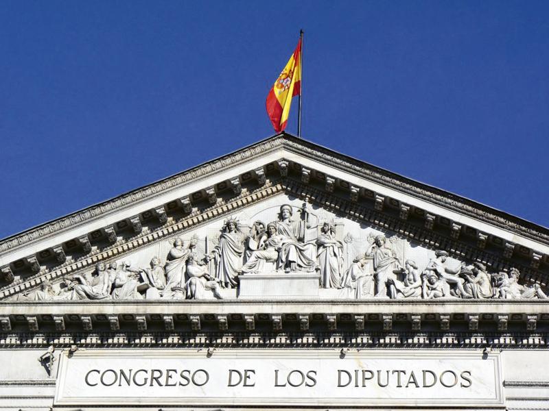 frontón Las Cortes - Madrid tiene dos Estatuas de la Libertad