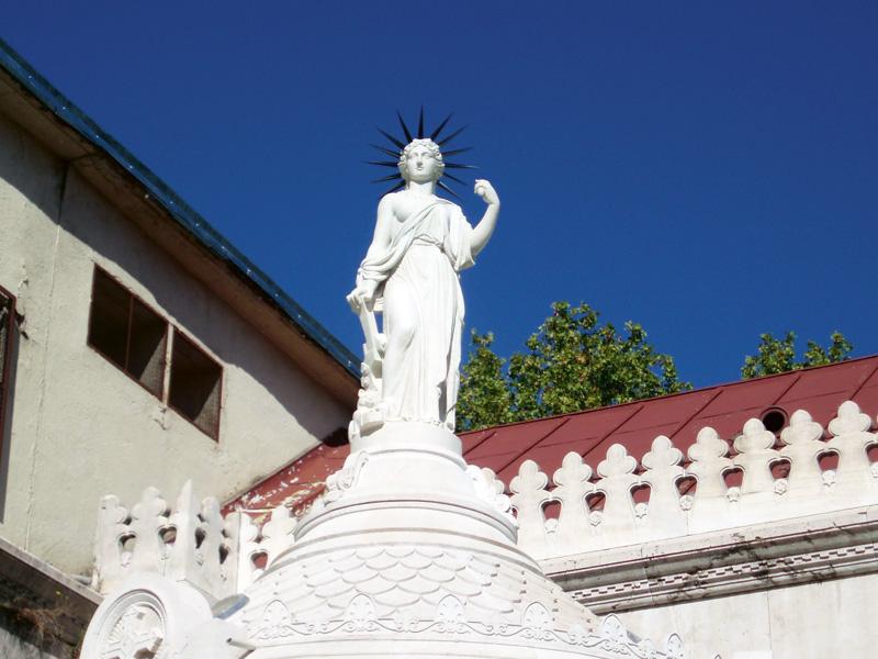 Monumento a la Libertad en el Pamteón de los Hombres Ilustres.