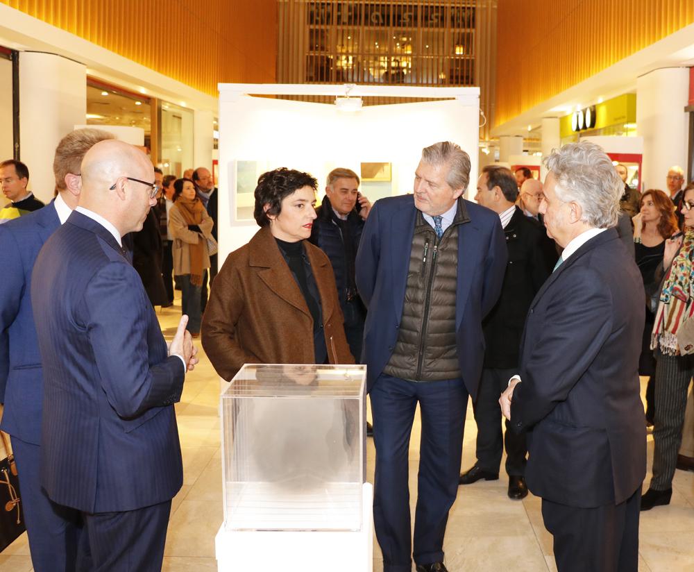 El Ministro de Educación conversó con diferentes artistas durante la inauguración de FLECHA