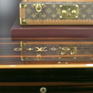 La historia de Louis Vuitton a través de sus objetos de lujo