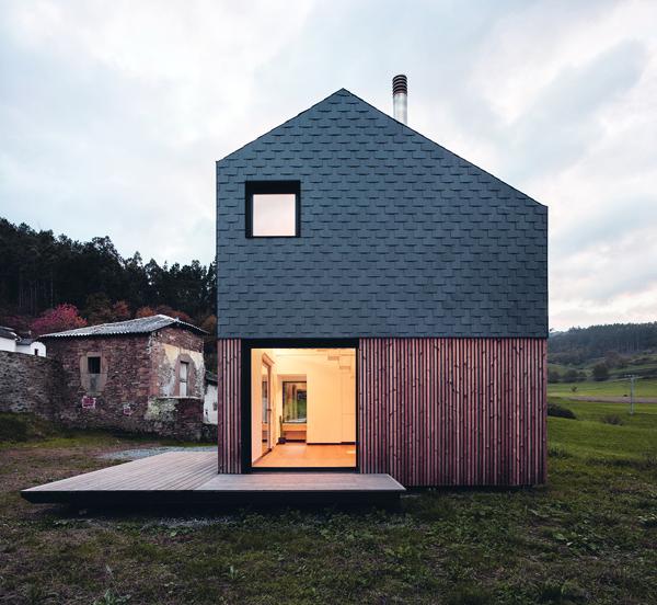 Paredes 23 - Casa Montaña, su creador  y la arquitectura modular