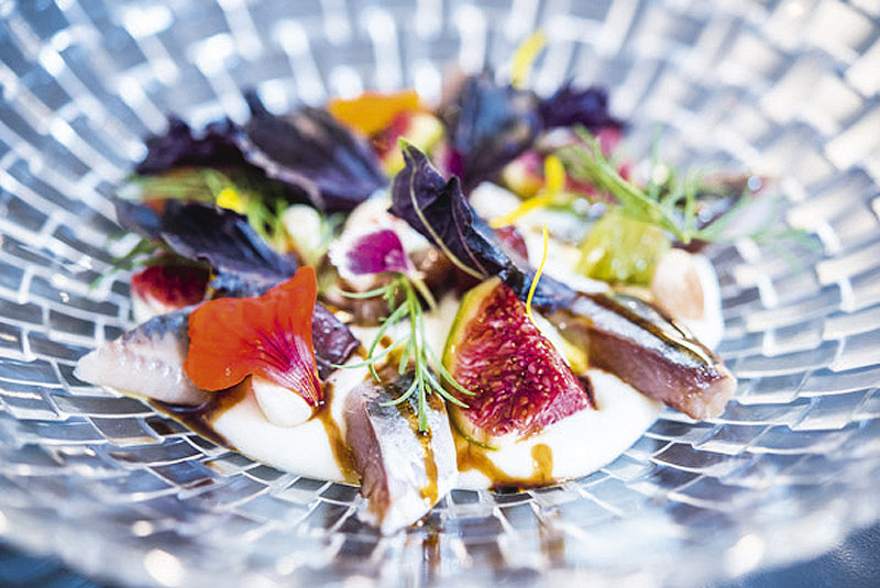 Sardinas ahumadas con ajoblanco de coco higos uvas y PX 2 BACIRA - Restaurantes y terrazas de Madrid para este verano (1ª entrega)