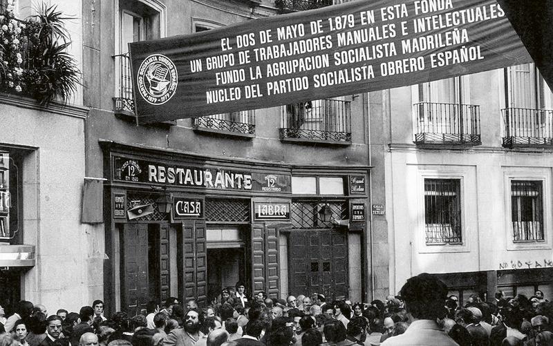 El Restaurante Labra abrió sus puerta en el año 1860.  Pablo Iglesias eleigió este establecimiento para fundar clandestinamente el PSOE en el año 1879.