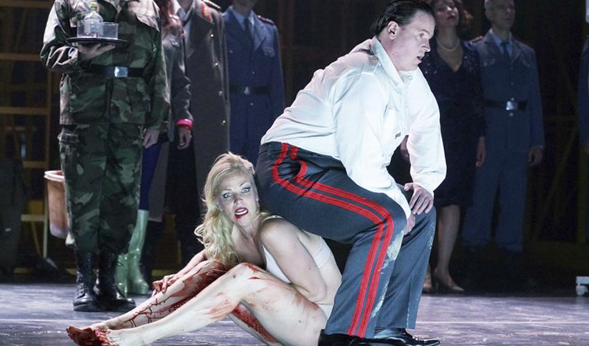 La ópera Die Soldaten te deja pegado a la butaca del Teatro Real