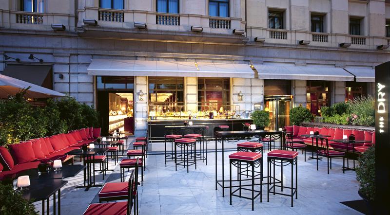 Terraza del bar Dry Martini, del hotel Gran Fenix