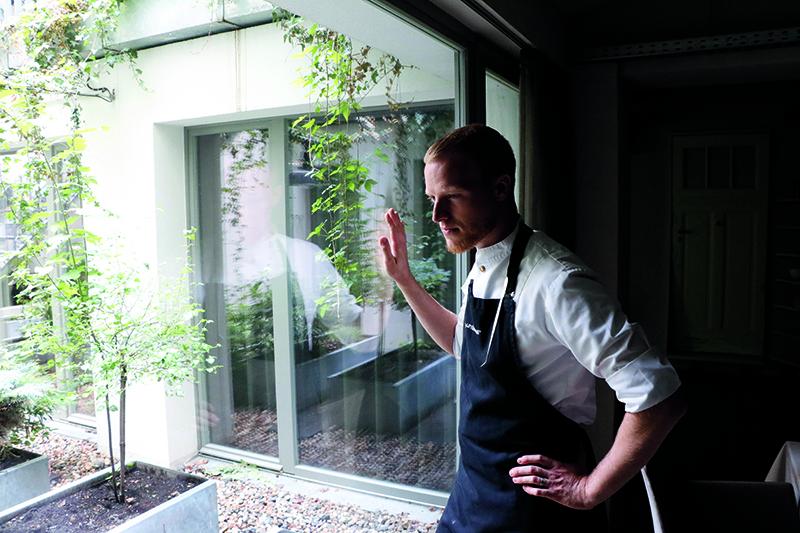 """Andreas Rieger, chef del restaurante con una estrella Michelin, Einsunternull, dice que el sabor de Berlín """"es amargo y sencillo""""."""