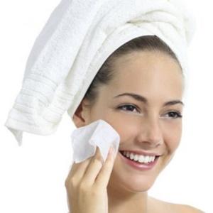 Limpiar y exfoliar, dos hábitos imprescindibles en tu rutina de belleza diaria
