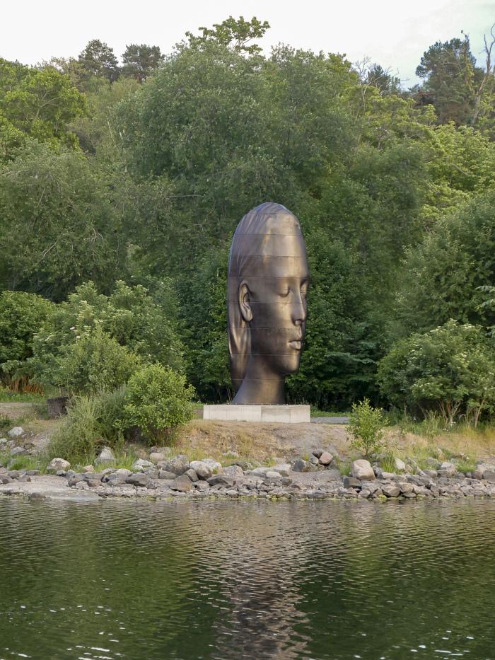 jp julia evening press - Una gran escultura de la cabeza de una mujer se exhibirá durante un año en la Plaza de Colón