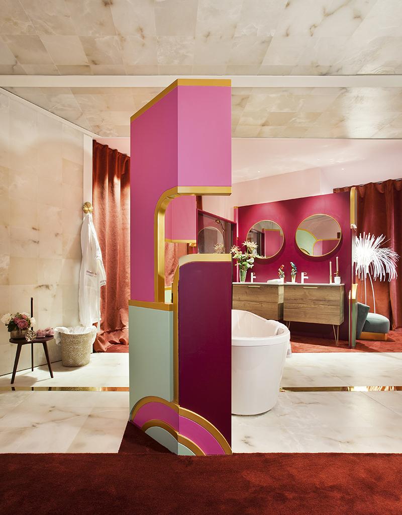 Baño rosa y dorado, de Jacob Delafont.