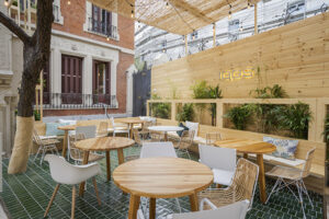 2 IQOSCO 300x200 - 6 terrazas de Madrid donde disfrutar la noche