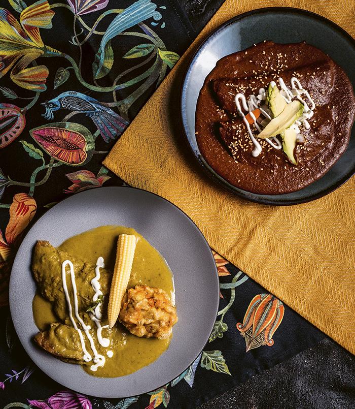 Dúo de enchiladas. De pollo con salsa de chile poblano y de pato con mole - Restaurante Iztac, verdades culinarias de México