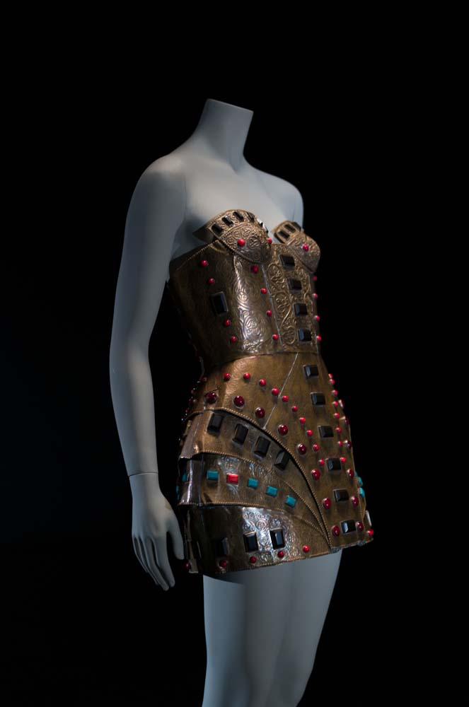 """Pieza de la colección """"Herrero de seda"""", del diseñador Ako Zazarashvilo. Año 2012. Foto de Alfonso Onhur."""