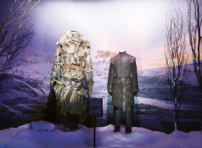 GOT Exhibition Hodor and Bran v1 current - Los escenarios y vestuarios originales de Juego de Tronos están en Madrid