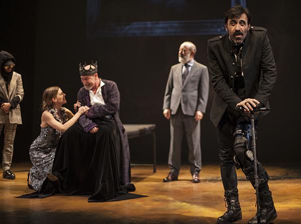 """Ricardo III escena 44 © Vanessa Rabade - Teatro: """"Ricardo III nos ha obligado a mirar atrás para que nos demos cuenta de la nada que hemos avanzado"""""""