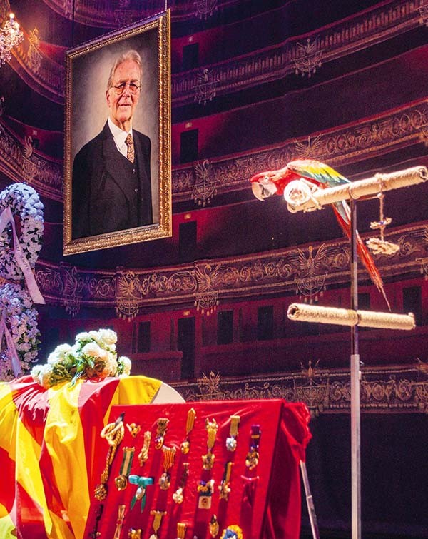 la cubana dentro - El alocado y surrealista funeral de La Cubana llega a Madrid