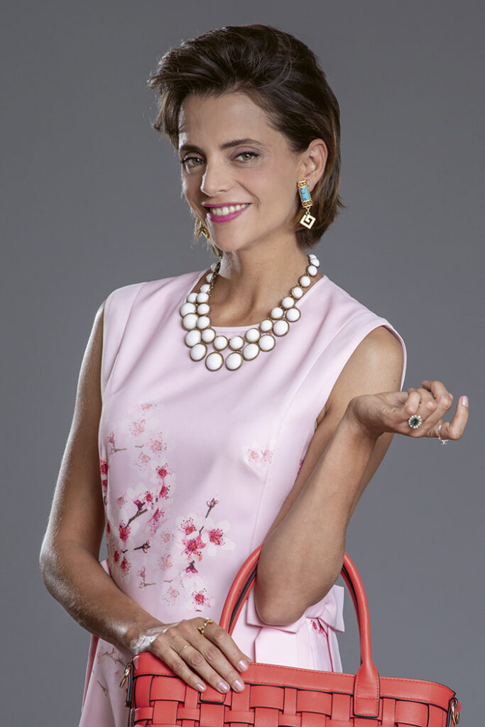 """macarena como Lor Rodríguez 683x1024 - Macarena Gómez: """"Soy adicta al trabajo, me apasiona mi profesión"""""""