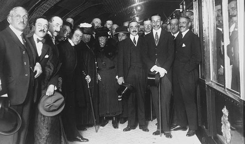 Metro de Madrid cumple 100 años mientras los trabajadores celebran una huelga