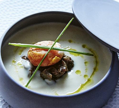 Sopa templada de Idiazábal del restaurante Alma of Spain - Algunos de los mejores platos de invierno de Madrid