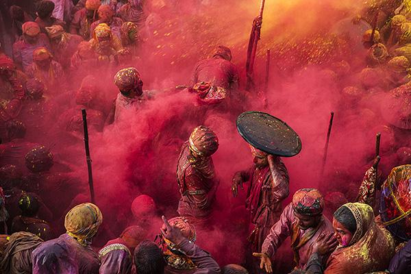 03 Rojo el color del amor India 2018 - EXPO: El festival de color de García Rodero