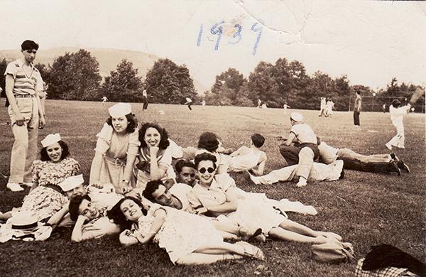 Nueva York 1939. Tonteando sobre la hierba - La historia de los inmigrantes españoles en Estados Unidos