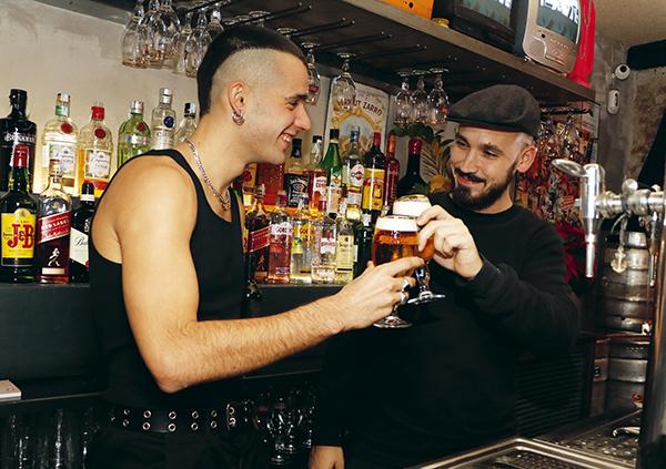 ciccio cerveca clavel01 - 5 locales de Madrid donde le gusta salir de marcha al cantante Ciccio