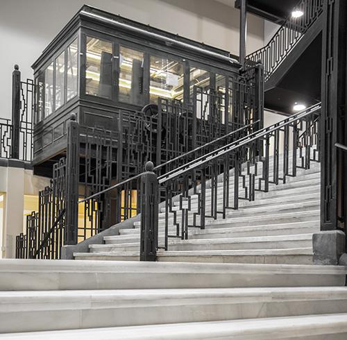 Escalera y ascenores vestibulo - La Estación Norte se reinaugura como Teatro La Estación