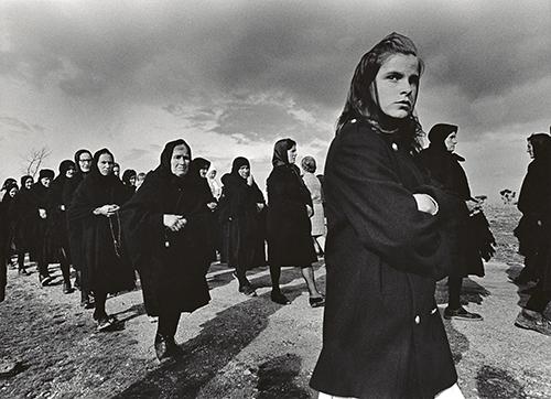 Rafael Sanz Lobato. Viernes Santo. Bercialos de Aliste. Zamora 1971 - Alcobendas muestra la mejor colección pública de fotografía