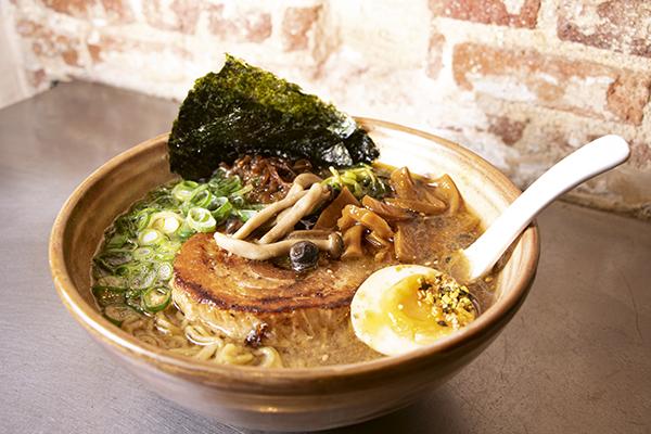 chukaramen plato01 - 4 grandes recetas para días de frío y los restaurantes donde disfrutarlas