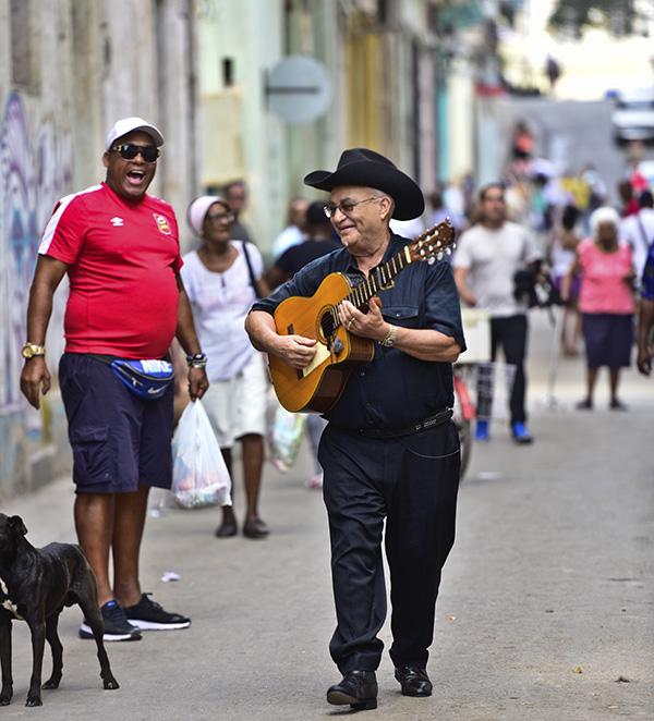 """eliades ochoa 2 - Eliades Ochoa: """"El son cubano sigue vivo porque su ritmo invita al disfrute"""""""