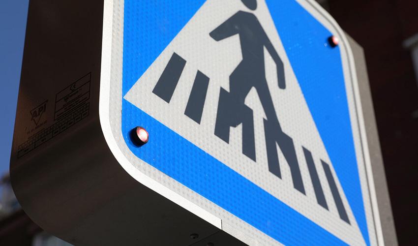 Ciudad Lineal prueba el primer paso de peatones inteligente