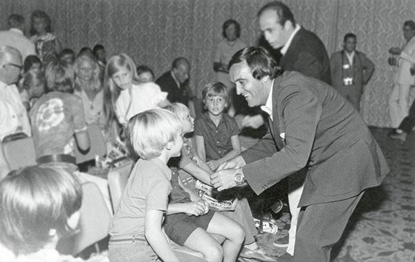 Félix Asamblea ADENA WWF © Archivo WWF España - 40 años de la muerte de félix rodríguez de la fuente