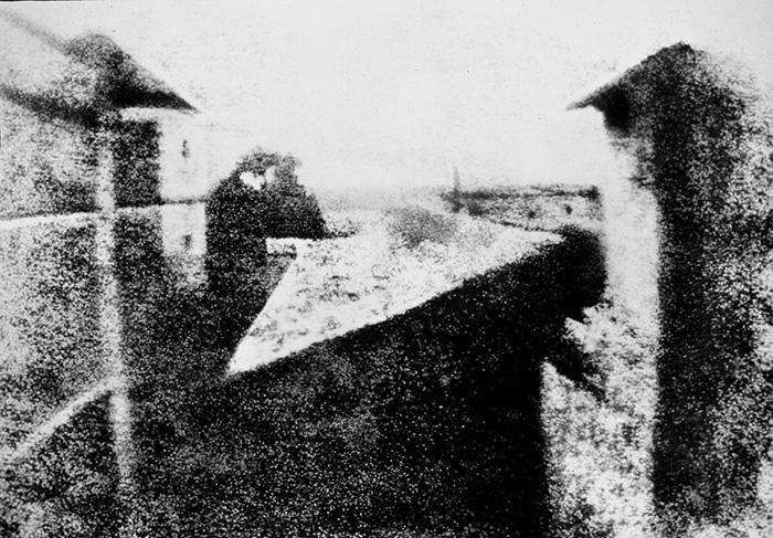 View from the Window at Le Gras Joseph Nicéphore Niépce - Tu foto desde el balcón puede ser parte de una exposición