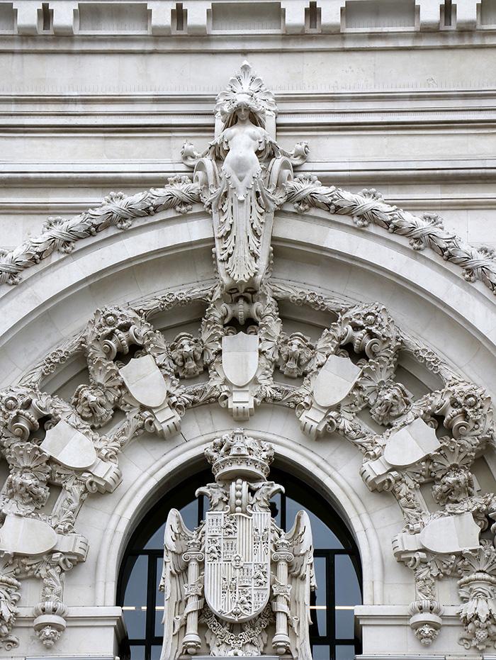 """escudo 002 - Palacio de Cibeles: la """"firma"""" escondida del arquitecto gallego"""