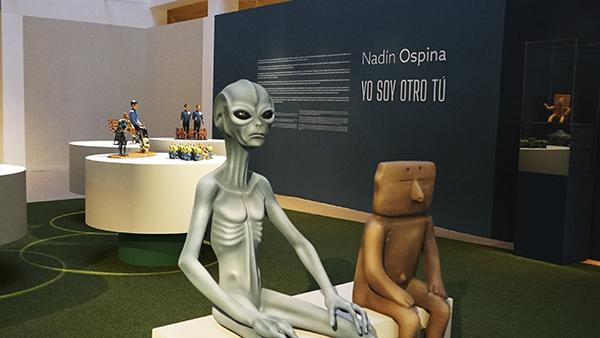 """Foto Elvia Mejía 1 - Nadín Ospina, artista: """"Todos somos alienígenas para otros"""""""