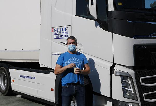 Camionero David - Un grupo de amigos cocinan más de 300 menús solidarios al día durante el estado de alarma