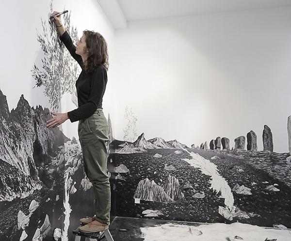 """retratodepie - Françoise Vanneraud: """"Mi obra quiere llevar al espectador a la exploración, a la escalada"""""""