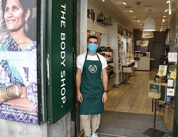 the body shop 01 1 - De compras con mascarilla. Fase 1