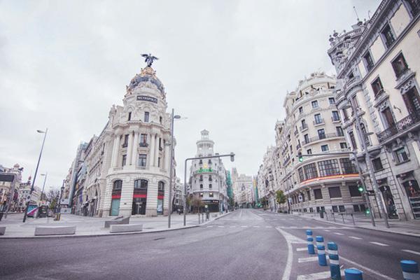 """ANA TORROJA - """"Madrid en pausa"""" fotografías de Carmen Molina en una ciudad desierta"""